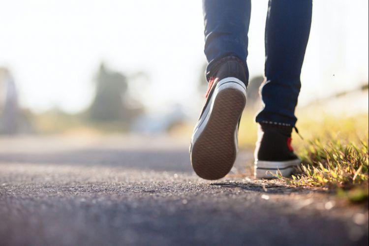 Ilustrasi: berjalan kaki. Foto: islamidia.com