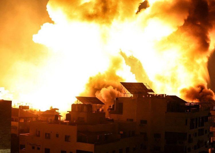 Sebuah rumah dibom pesawat tempur zionis Israel. Foto: Safa