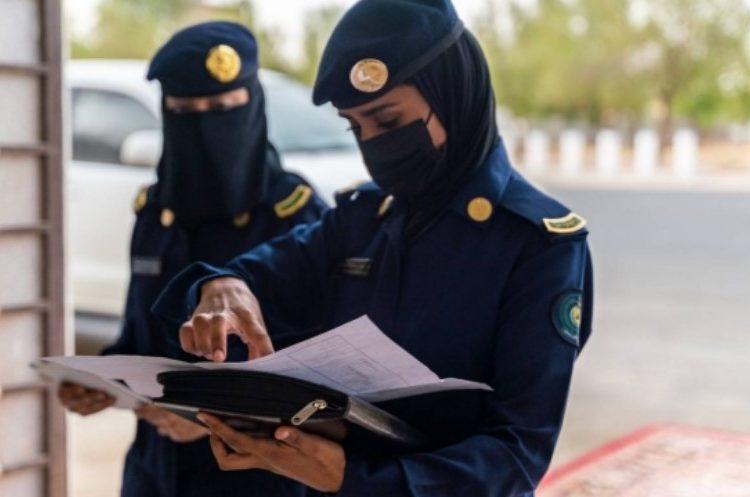 Personel Wanita Pertahanan Sipil Saudi yang Cermat Memantau Jamaah Haji