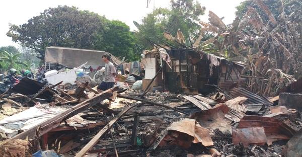 LAZ Al Aqsha Bantu Lapak Pemulung Korban Kebakaran
